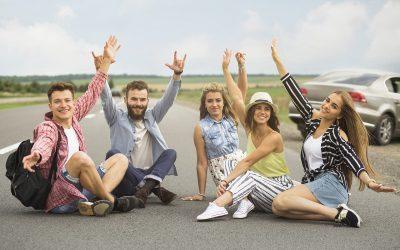 Zalety i wady podróży z dużą grupą przyjaciół